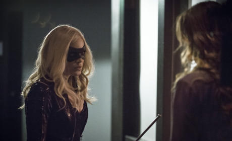 "Canary and Laurel in ""Birds of Prey"""