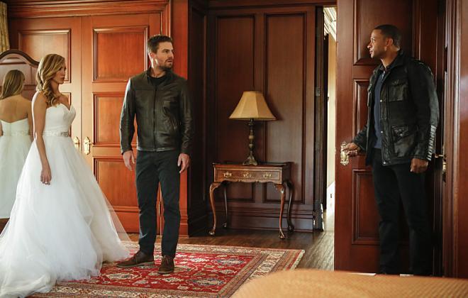 Arrow Season 5 Episode 8 Review: Invasion!
