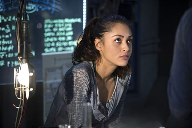 Looking Up - The 100 Season 2 Episode 14