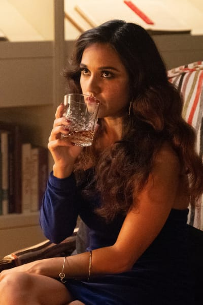 Margot Drinking - The Magicians Season 4 Episode 4