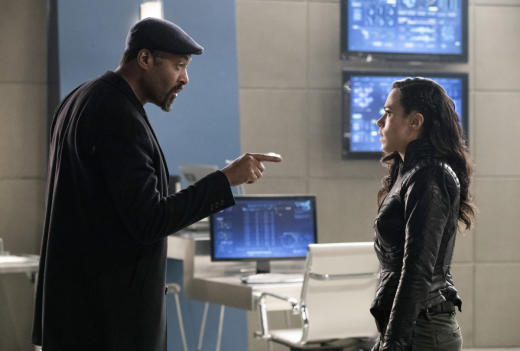 Joe's on the case - The Flash Season 3 Episode 18