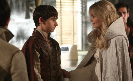 Pulling Her Back - Once Upon a Time Season 5 Episode 5