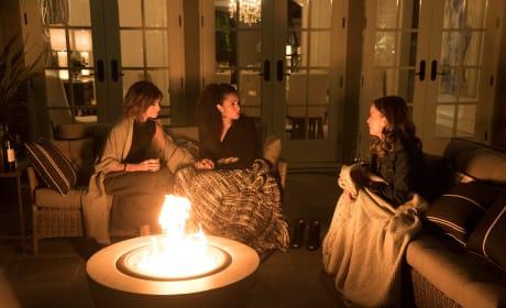 Friends by the Fire - A Million Little Things Season 1 Episode 1