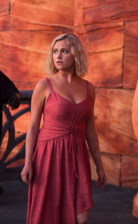 Clarke and an Outfit Change - The 100 Season 6 Episode 3