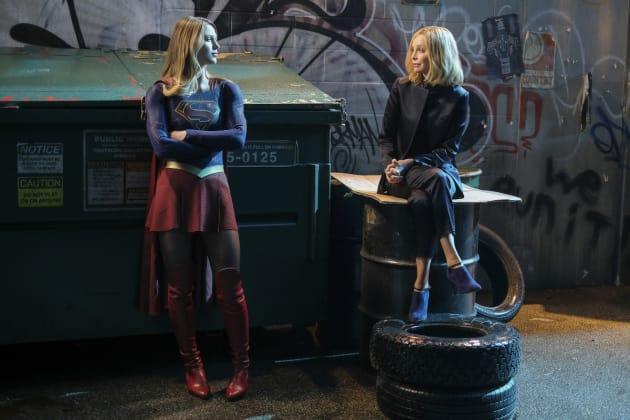Cat Mentors Supergirl - Supergirl Season 2 Episode 21