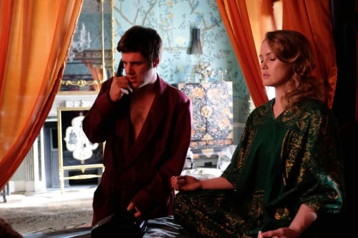 J. Paul Getty, Jr. and Victoria — Trust Season 1 Episode 2