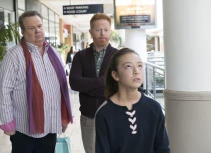 Watch Modern Family Season 9 Episode 18 Online