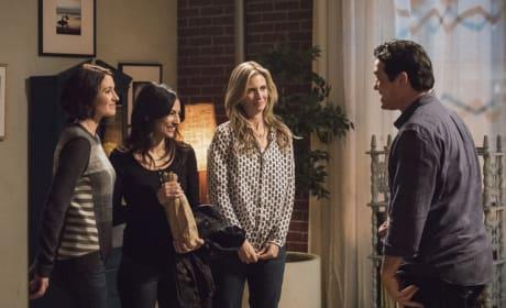 Maggie Meets Jeremiah - Supergirl Season 2 Episode 14