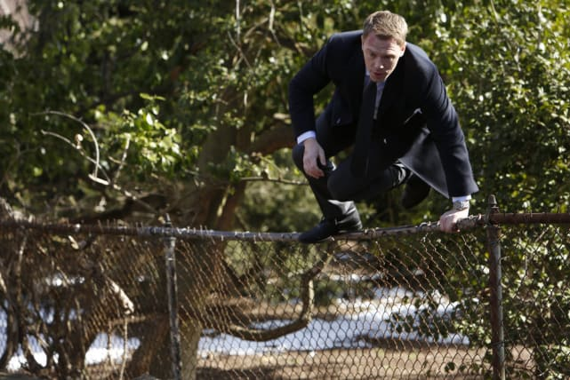 Jumping the fence - The Blacklist Season 4 Episode 19