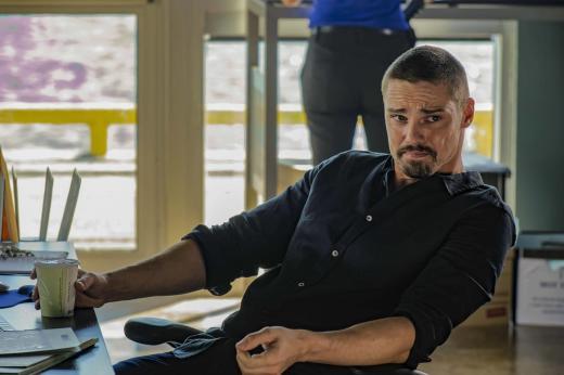 Kicking Back At Work - Mary Kills People Season 1 Episode 2