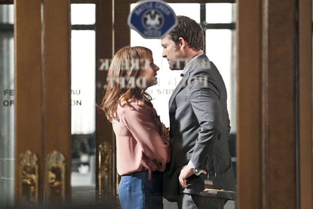 Getting Closer - Battle Creek Season 1 Episode 12