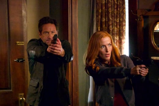 Mulder and Scully Armed - The X-Files