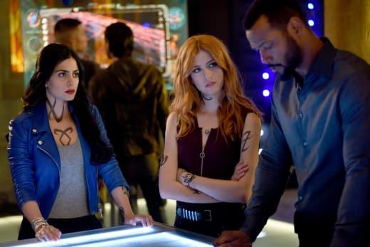 Tracking Targets - Shadowhunters Season 3 Episode 1