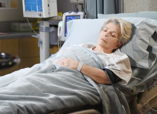 Julie's Condition Worsens - Days of Our Lives