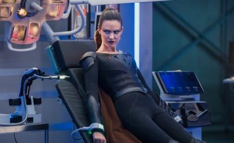 Prisoner - Supergirl Season 3 Episode 19