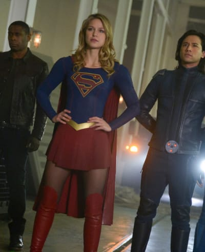 Catching Manchester - Tall  - Supergirl Season 4 Episode 13