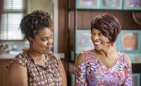Rhonda and Violet - Queen Sugar Season 3 Episode 11