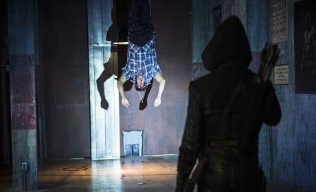 Strung Up - Arrow Season 3 Episode 6