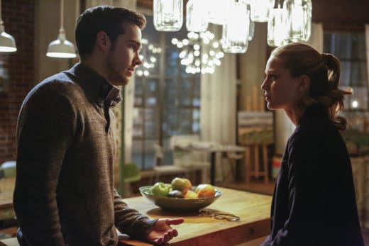 Mon-El Offers a Hand - Supergirl Season 2 Episode 10