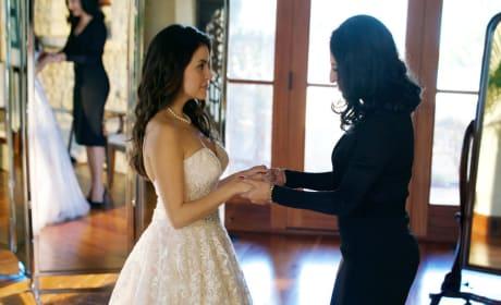 Isabela's Wedding Dress - Queen of the South Season 3 Episode 1