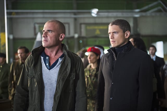 Hot and Cold - DC's Legends of Tomorrow Season 1 Episode 2