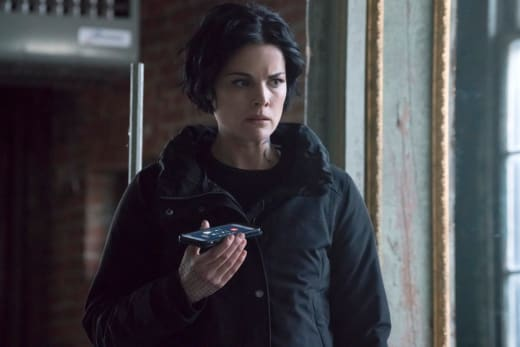 Jane On The Phone - Blindspot Season 2 Episode 15