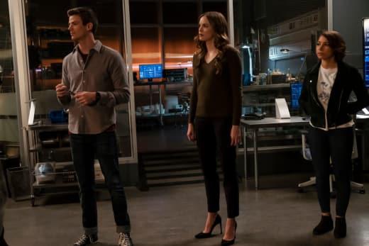 Team Flash To The Rescue - The Flash Season 5 Episode 8