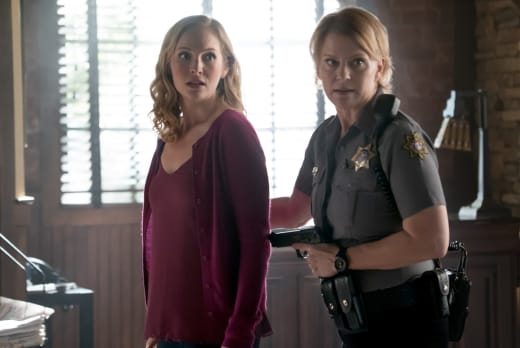 Sheriff Forbes Returns - The Vampire Diaries