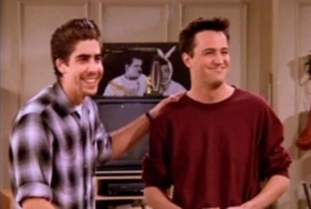 Watch Friends Season 2 Episode 17 Online - TV Fanatic