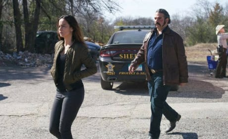 Dealing With the Sheriff - Queen of the South