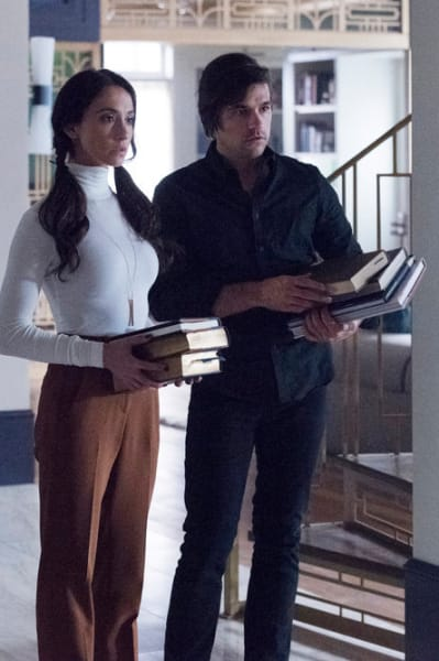 Quentin and Julia are Carrying Books - The Magicians Season 4 Episode 9