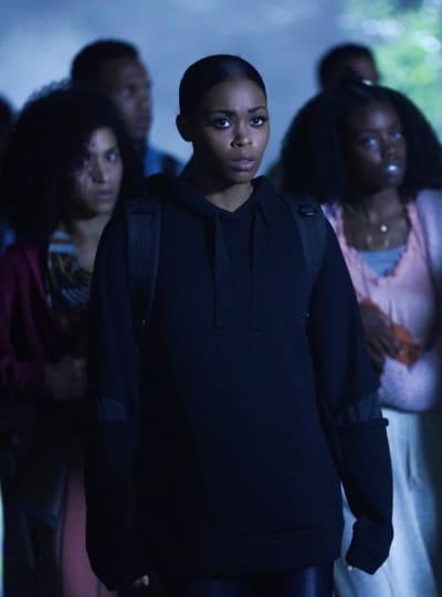 Escape Group - Black Lightning Season 2 Episode 6
