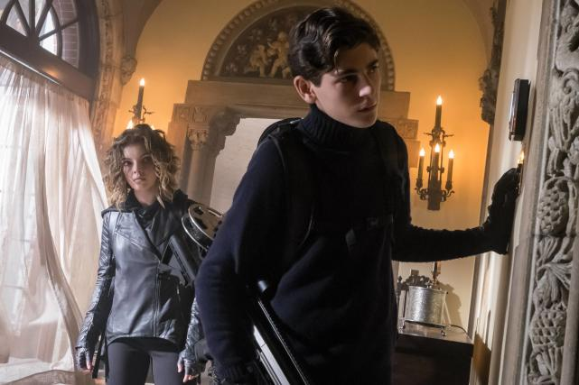 Snooping Around - Gotham Season 3 Episode 11