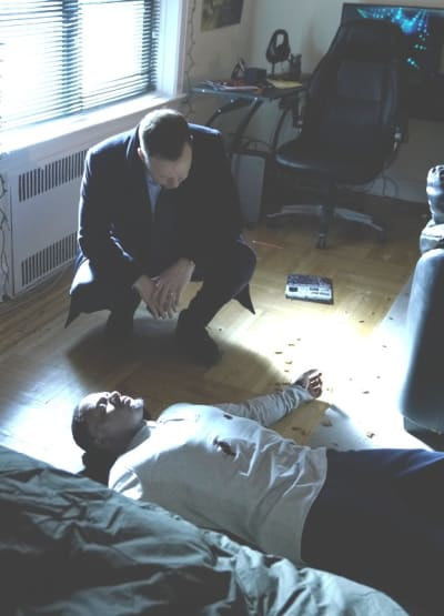 (TALL) A Fatal Shooting - Blue Bloods Season 9 Episode 15