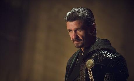 Wearing it Well - Arrow Season 3 Episode 18
