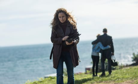 Walking Away from a Family - The Leftovers Season 3 Episode 6