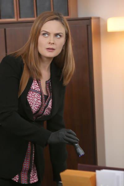 Brennan Finds Blood at a Potential Crime Scene - Bones Season 10 Episode 7