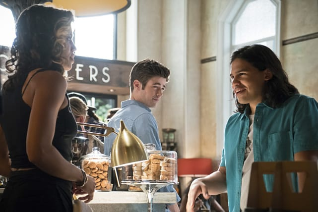 Cisco Flirts - The Flash Season 2 Episode 5