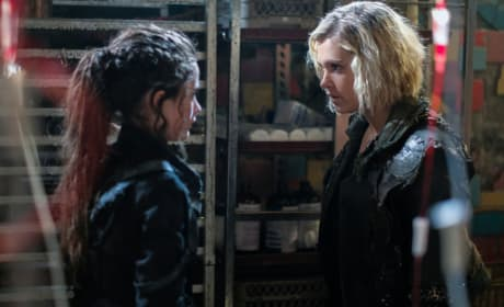 Clarke and Madi in Shallow Valley - The 100 Season 5 Episode 11