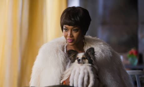 The queen arrives - Star Season 1 Episode 2
