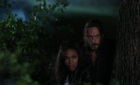 Huddled Together - Sleepy Hollow Season 2 Episode 2