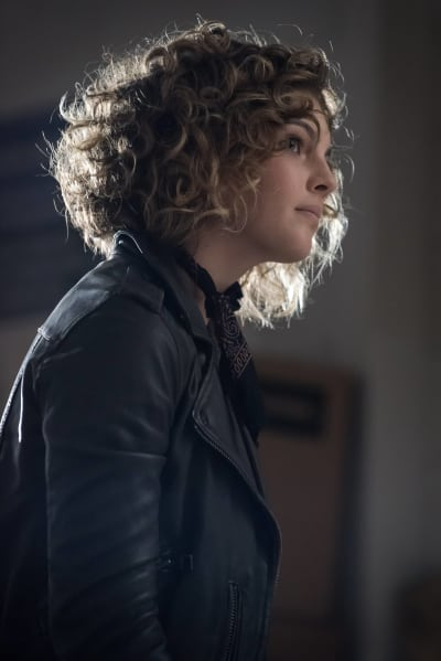 It's Selina! - Gotham Season 3 Episode 1