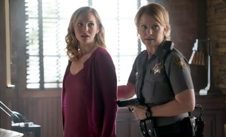 Sheriff Forbes Returns - The Vampire Diaries