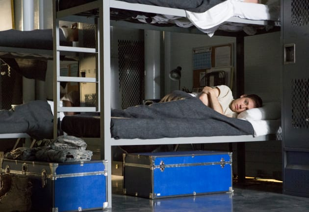 Sleeping Alone - Shameless Season 9 Episode 1