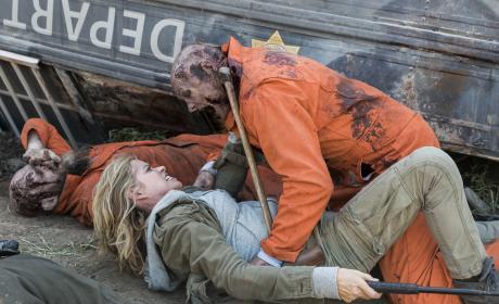 Lunch time! - Fear the Walking Dead Season 3 Episode 5