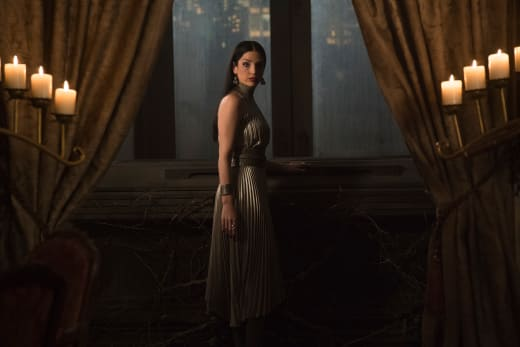 A Queen's Palace - Shadowhunters Season 3 Episode 9