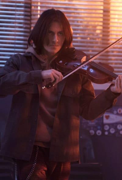 Isaac fiddle - Stargirl Season 2 Episode 6