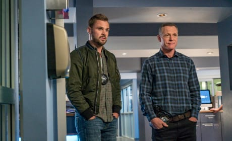 Ruzek and Voight Celebrate a Victory - Chicago PD Season 5 Episode 7