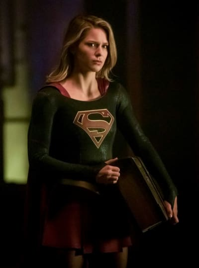 Supergirl Carrying - Arrow Season 7 Episode 9