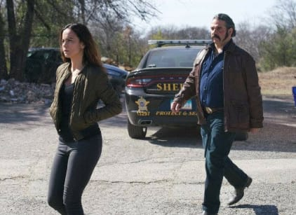 Watch Queen of the South Season 3 Episode 4 Online